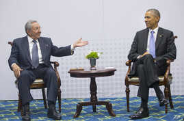 U.S. President Barack Obama, right, meets with Cuban President Raul Castro during the Summit of the Americas in Panama City, Panama, April 11, 2015.