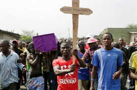 Hundreds gather for the funeral procession of Emmanuel Ndere Yimana, an opposition supporter assassinated Wednesday, in Bujumbura, Burundi, July 22, 2015.