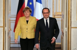 German Chancellor Angela Merkel, left,  and France's President Francois Hollande, arrive for a press conference, at the Elysee Palace, in Paris, Feb. 20, 2015.