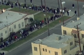 A line of people in Los Angeles waiting for free food for the Thanksgiving holiday