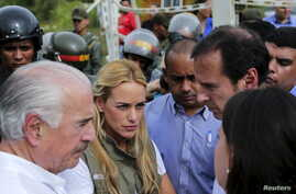 Colombia's former President Andres Pastrana (L), Lilian Tintori (2nd L), wife of jailed Venezuelan opposition leader Leopoldo Lopez, Bolivia's former President Jorge Quiroga (2nd R) and Venezuela's opposition leader Maria Corina Machado (showing back...