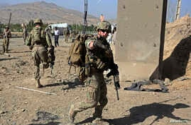 U.S. troops, part of the NATO-led International Security Assistance Force (ISAF), arrive at the site of a suicide attack in Maidan Shar, the capital of Wardak province, Afghanistan, Sep. 8, 2013.