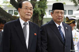 Kim Yong-nam, left, North Korea's president of the Presidium of the Supreme People's Assembly, and Indonesian President Susilo Bambang Yudhoyono walk to a greeting ceremony at the Merdeka Palace, Jakarta, May 15, 2012.