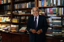 Mohamed Hassanein Heikal, seen in this Sept. 23, 2014 file photo, poses for a picture on his 91st birthday, at his office, in Cairo, Egypt. Egypt's state TV has announced the death of one of the country's most prolific political authors and insiders,