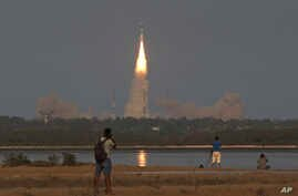 The Geosynchronous Satellite Launch Vehicle (GSLV-F09) carrying the South Asia Satellite lifts off from the Satish Dhawan Space Centre in Sriharikota, India, May 5, 2017.
