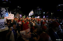 Israelis hold a demonstration against possible legislation reining in the Supreme Court, in Tel Aviv, May 25, 2019.