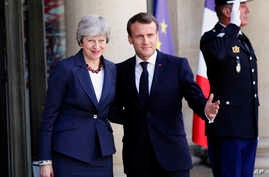 French President Emmanuel Macron, right, and British Prime Minister Theresa May pose before a meeting at the Elysee Palace in Paris, France, April 9, 2019.