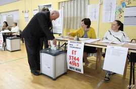 Voters cast their ballots in the European elections, and in Ireland's local elections and the divorce referendum at a polling station in Dublin, May 24, 2019.