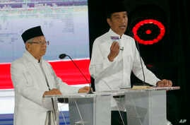 Indonesian President Joko Widodo, right, delivers a speech with running mate Ma'ruf Amin during a televised presidential candidates debate in Jakarta, Indonesia, April 13, 2019.