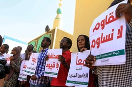 Sudanese journalists protest against a proposed new press law they say would tighten restrictions on media freedom, at the headquarters of the National Council for Press and Publications, in Sudan's capital Khartoum, Nov. 15, 2017.