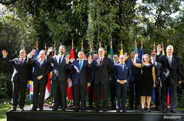 Leaders wave to the media for the official picture of Lima Group meeting in Santiago, Chile, April 15, 2019.