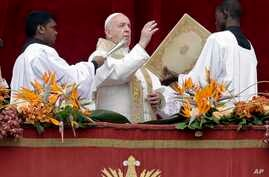 """Pope Francis delivers his """"Urbi et Orbi"""" (""""to the city and the world"""") blessing, in St. Peter's Square at the Vatican, April 21, 2019."""