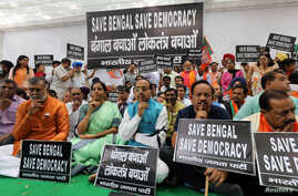 Leaders and supporters of India's ruling Bharatiya Janata Party attend a silent protest against the disturbance caused during an election campaign rally by the party president Amit Shah in Kolkata on Tuesday, in New Delhi, May 15, 2019.