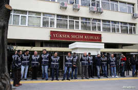 FILE - Police officers stand guard in front of the Supreme Electoral Board (YSK) in Ankara, April 2, 2014. The AKP is petitioning Turkey's Supreme Election Board, or YSK, to repeat last month's mayoral election in Istanbul.