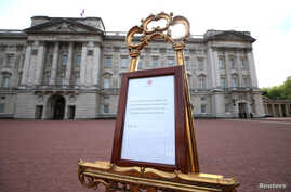 A notice placed on an easel in the forecourt of Buckingham Palace announces the birth of a baby boy to Britain's Prince Harry and Meghan, Duchess of Sussex in London, May 6, 2019.
