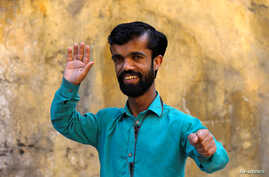 """Rozi Khan, 26, a waiter and a lookalike of Hollywood's actor Peter Dinklage, who plays a character of Tyrion Lannister in the tv series """"Game of Thrones,"""" poses for a photograph in Rawalpindi, Pakistan, April 28, 2019."""