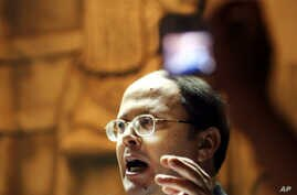 FILE - Egyptian editor Abdel Halim Qandil of the weekly al-Karama, was one of four editors who were convicted of insulting President Hosni Mubarak, Sept. 20, 2007.