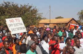 Protesters marching along the streets during demonstrations in Lilongwe, June 29, 2019. (L. Masina)