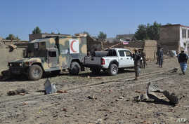 Afghan security personnel arrive at the site of a car bomb attack that targeted an intelligence unit in Ghazni, July 7, 2019.