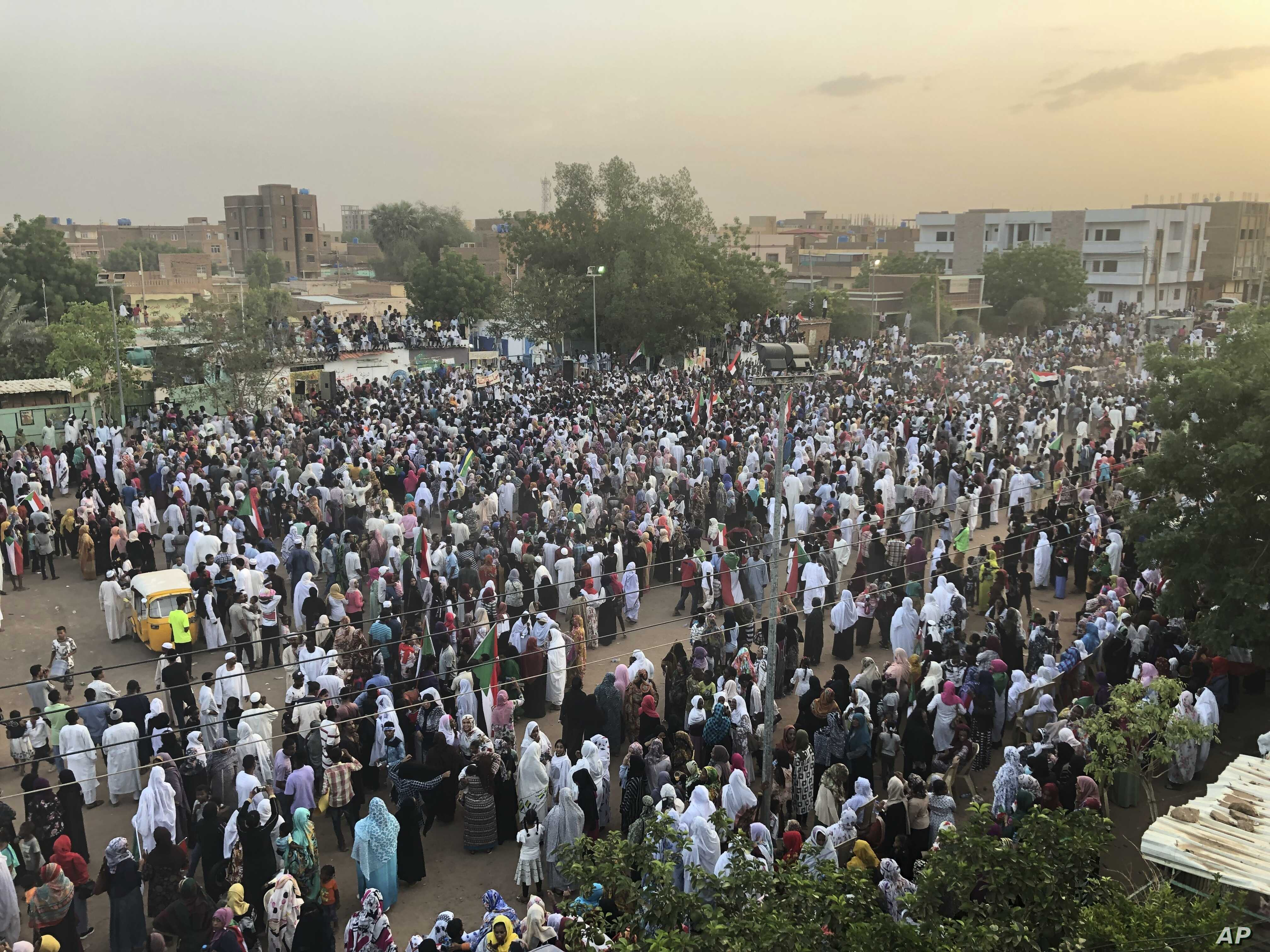 Sudanese people celebrate in the streets of Khartoum after ruling generals and protest leaders announced they have reached an agreement on the disputed issue of a new governing body on July 5, 2019.