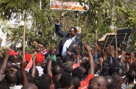 FILE - Opposition Malawi Congress Party leader Lazarus Chakwera addresses the protesters in Blantyre, July 25, 2019, where he said he would not relent until justice is done. (VOA/L.Masina)