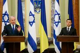Israeli Prime Minister Benjamin Netanyahu, left, gestures while speaking during his and Ukrainian President Volodymyr Zelenskiy, joint news conference following their talks in Kyiv, Ukraine, Monday, Aug 19, 2019.