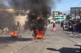 Flaming tires burn on a main road in Petionville, a suburb of Haiti's capital, Port au Prince, Sept. 16, 2019. (M. Vilme/VOA Creole)