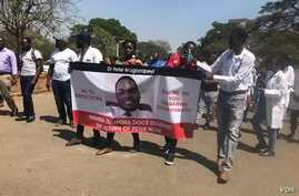 Doctors and nurses in Zimbabwe protest the disappearance of Peter Gabriel Magombeyi, acting president of the Zimbabwe Hospital Doctors Association, in Harare, Sept. 17, 2019. (C. Mavhunga/VOA)
