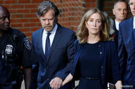 Actress Felicity Huffman leaves the federal courthouse with her husband William H. Macy, after being sentenced in connection with a nationwide college admissions cheating scheme in Boston, Massachusetts, Sept. 13, 2019.