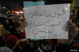 """A protester carries a sign that reads """"Don't be afraid ..say .. Sissi must leave"""" while protesters gather in central Cairo shouting anti-government slogans, Egypt, Sept. 21, 2019."""
