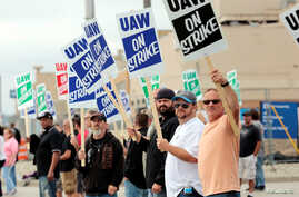 General Motors assembly workers picket outside the General Motors Flint Assembly plant during the United Auto Workers (UAW) national strike in Flint, Michigan, Sept. 16, 2019.