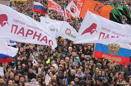 People attend a rally to demand the release of jailed protesters, who were detained during opposition demonstrations for fair elections, in Moscow, Sept. 29, 2019.