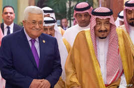 A handout picture provided by the Saudi Royal Palace Oct. 16, 2019, shows King Salman bin Abdulaziz (R) receiving Palestinian President Mahmoud Abbas (L), in the Saudi capital Riyadh.