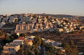 This picture taken on September 25, 2019 shows a view of the Israeli settlement of Givat Zeev, near the Palestinian city of…
