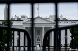 The White House is seen through a metal gate in Washington, U.S., October 6, 2019. REUTERS/Erin Scott - RC1C1F31A610