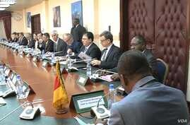 Diplomats, U.N. agency heads and representatives of nongovernmental organizations meet with Cameroon Prime Minister Joseph Dion Ngute, in Yaounde, Dec. 5, 2019. (Moki Edwin Kindzeka/VOA)