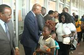 Returning refugees are welcomed by Cameroon authorities at Yaounde-Nsimalen International airport, Dec. 31, 2019. (M. Edwin Kindzeka/VOA)