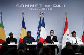 French President Emmanuel Macron (3-R), Mali's President Ibrahim Boubacar Keita (2-L), Niger President Mahamadou Issoufou (2-R), and Chad's President Idriss Deby (3-R), deliver a news conference at the G5 Sahel summit in Pau, France, Jan. 13, 2020.