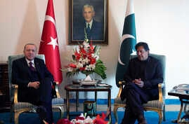 Turkey's President Recep Tayyip Erdogan, left, and Pakistan Prime Minister Imran Khan pose for photos before a meeting, in Islamabad, Pakistan, Feb. 14, 2020.