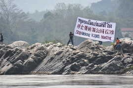 Activists protest against a Beijing-backed project to dredge and blow open a stretch of the Mekong River in northern Thailand in January 2017. (International Rivers)