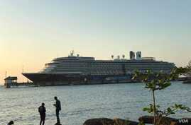 The cruise liner MS Westerdam, carrying more than 2,000 passengers, docked near the pier inside Sihanouville port about 6 p.m. Feb. 13, 2020, after being turned away by four countries.(Kann Vicheika/VOA Khmer)