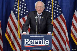 US Democratic presidential candidate Senator Bernie Sanders(I-VT) speaks to the press after loosing much of super Tuesday to US…