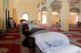 FILE - Cameroonian Muslim worshippers pray at the Great Mosque in Maroua's Dougoi district, northern Cameroon.