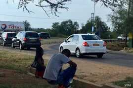 Immigrants in search of odd jobs line the streets in Gaborone. (MqondisiDube/VOA)