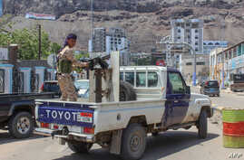 A fighter with Yemen's separatist Southern Transitional Council (STC) mans a gun in the back of a vehicle deploying in the southern city of Aden, April 26, 2020.