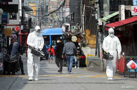 Quarantine workers spray disinfectants at night spots of Itaewon neighborhood, following the coronavirus disease (COVID-19)…