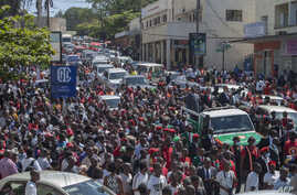 Lazarus Chakwera (C on pick-up truck), the president for Malawi's main opposition Party, the Malawi Congress Party, and his running mate, Saulos Klaus Chilima (R), surrounded by supporters, leave the Mount Soche Hotel in Blantyre, May 6, 2020.