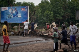 Protesters build barricades to block the circulation on the Martyrs bridge of Bamako on July 11, 2020. - Malian Prime Minister…