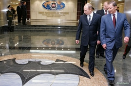 Russian President Vladimir Putin (L) and Defence Minister Sergei Ivanov (R) visit the new GRU military intelligence…