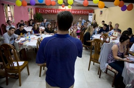 ** TO GO WITH STORY CHINA TRABAJADORES EXTRANJEROS ** In this photo taken Tuesday, Aug. 25, 2009, foreigners looking for work…